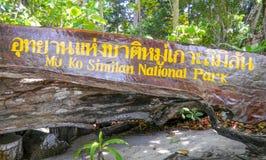 Houten paneel in Similan-eilandenpark, Koh Similan, de Provincie van Phang Nga, Thailand stock foto's