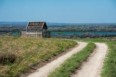 Houten pavillion bij de Rode berg in het gebied van Volgograd royalty-vrije stock afbeeldingen