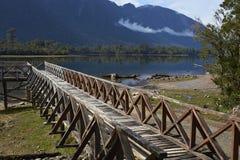 Houten pier op Meer Rosselot in Aysen Region van Chili stock afbeeldingen