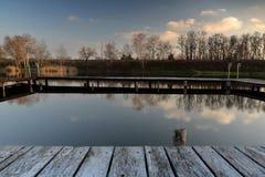 Houten Pijler in de Herfst royalty-vrije stock afbeeldingen