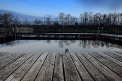 Houten Pijler in de Herfst stock foto
