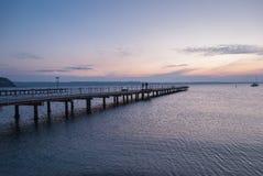 Houten pijler die in het overzees binnengaan Royalty-vrije Stock Foto