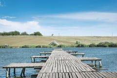 Houten pijler op het meer Royalty-vrije Stock Afbeeldingen