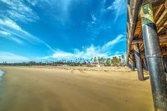 Houten pijler in Santa Barbara-oever royalty-vrije stock afbeeldingen