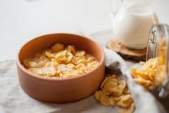 Houten plaat en ontbijt Stock Afbeelding