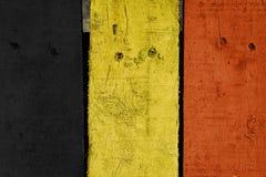 Houten plank met Belgische vlagkleur geschilderde achtergrond Royalty-vrije Stock Afbeeldingen
