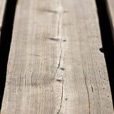 Houten plank met splinters en barsten Stock Foto's