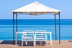 Houten platform op het strand Royalty-vrije Stock Afbeelding
