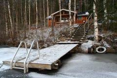 Houten plattelandshuisje in het bos royalty-vrije stock fotografie