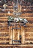 Houten plattelandshuisje voor vakantie stock fotografie