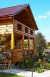 Houten plattelandshuisjehuis Stock Afbeeldingen
