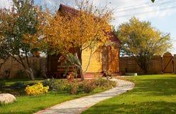 Houten plattelandshuisjehuis Royalty-vrije Stock Foto