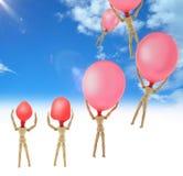 Houten poppen met ballon in de hoofdvlieg atraves van de hemel royalty-vrije stock foto