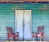 Houten portiek van het oude huis stock foto