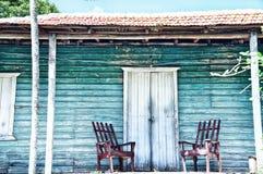 Houten portiek van het oude huis stock fotografie
