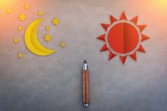 Houten potlood met zon en maandocument vorm stock illustratie