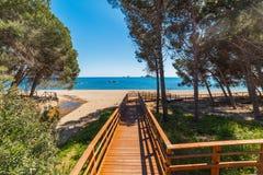 Houten promenade in Santa Maria Navarrese-kust royalty-vrije stock foto's
