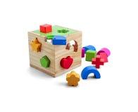 Houten raadselstuk speelgoed met kleurrijke die blokken over wit worden geïsoleerd Royalty-vrije Stock Afbeeldingen