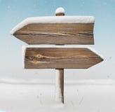 Houten richtingsteken met minder sneeuw en sneeuwval BG two_arrows stock afbeeldingen