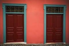 Houten rode deuren Royalty-vrije Stock Afbeeldingen