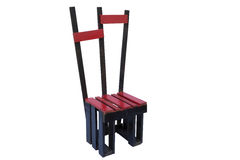 Houten rode die stoel op witte achtergrond wordt geïsoleerd royalty-vrije stock afbeelding