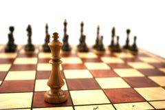 Houten schaak op houten schaakbord stock foto's