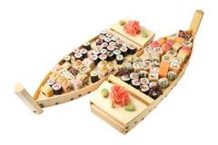 Houten schepen met broodjes en sushi Stock Afbeelding
