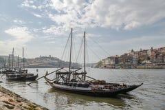 Houten schepen op Douro-rivier in Vila Nova de Gaia royalty-vrije stock fotografie