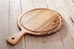 Houten scherpe raad op houten achtergrond Royalty-vrije Stock Afbeelding