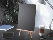Houten schildersezel met leeg kader het 3d teruggeven Stock Fotografie