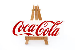 Houten schildersezel met merknaam Coca-Cola Stock Fotografie
