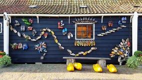 Houten Schoenenmuseum in Zaanse Schans, Nederland stock afbeelding