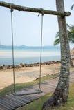 Houten schommeling op het strand Royalty-vrije Stock Foto's