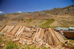 Houten schuilplaatsen voor schapen in de bergen van Marokko Stock Foto