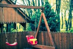 Houten Slingering voor Kinderen stock fotografie