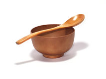 Houten soepkom met houten lepel Stock Afbeeldingen