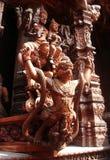 Houten standbeeld Garuda in Heiligdom van Waarheid Stock Foto