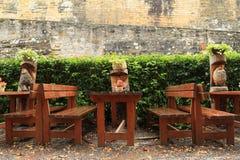 Houten standbeelden in restaurant van kasteel Kost Stock Fotografie
