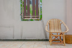 Houten stoel en bak Stock Foto