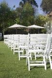Houten stoelen in de tuin Royalty-vrije Stock Foto's
