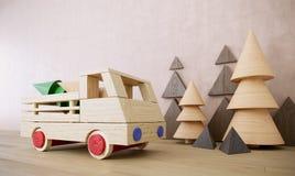 Houten stuk speelgoed auto met van de achtergrond Kerstmisvakantie van pijnboombomen foto Stock Foto