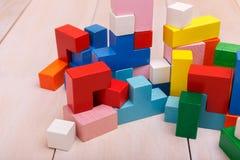 Houten stuk speelgoed in de vorm van kubussen royalty-vrije stock foto's