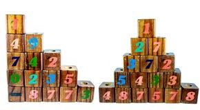Houten stuk speelgoed kubussen met brieven De houten Blokken van het Alfabet Op witte achtergrond Royalty-vrije Stock Afbeeldingen