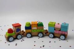 Houten stuk speelgoed trein stock afbeeldingen