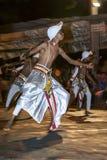 Houten Tappers presteert langs de straten van Kandy tijdens Esala Perahera in Sri Lanka Royalty-vrije Stock Foto