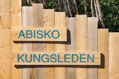 Houten teken voor de Kungsleden-sleep in het Abisko-Natiepark Stock Foto