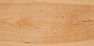 Houten textuur als achtergrond en een knoop en een grote barst op een plank Stock Fotografie