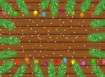 Houten textuur met de takken van Kerstmisboom en helder GA Stock Afbeeldingen