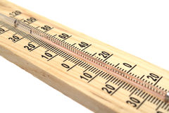 Houten thermometer op witte achtergrond stock fotografie