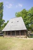 Houten traditioneel Roemeens huis royalty-vrije stock afbeelding